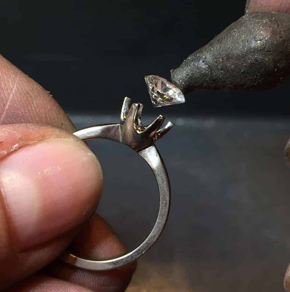 Innfatning av diamanter - Bugge & Authen